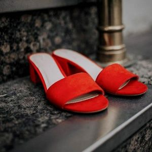 🆕//The River// Bold Red mules
